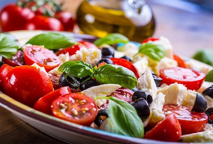 728bigstock-Caprese-Caprese-salad-Italia-94670453